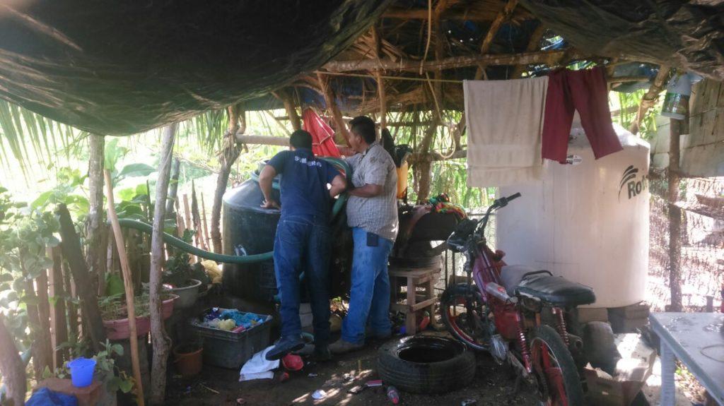 Para fortalecer el suministro el gobierno municipal apoya con pipas de agua a colonias populares de Petatlán