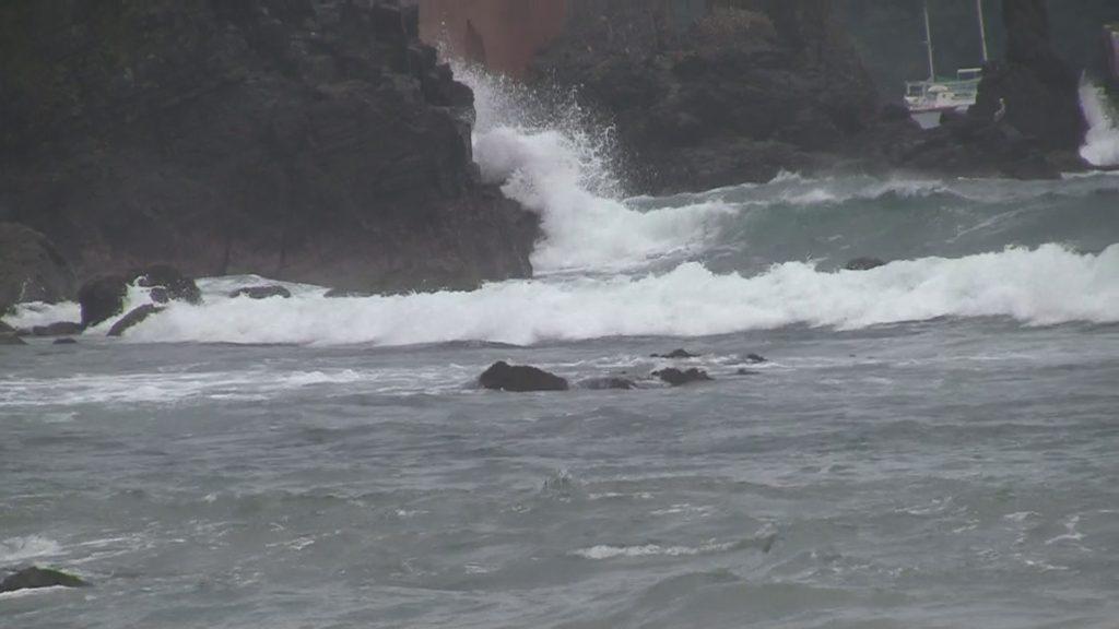 Mar de Fondo amenaza las playas de Ixtapa en plenas vacaciones