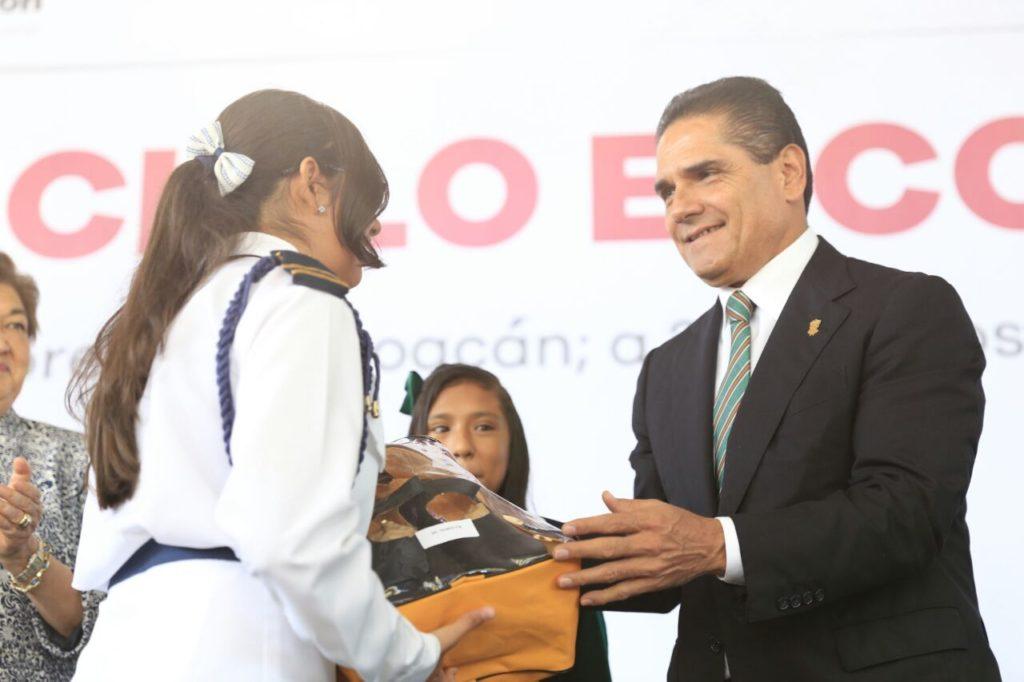 Llama Gobernador a anteponer el derecho supremo a la educación