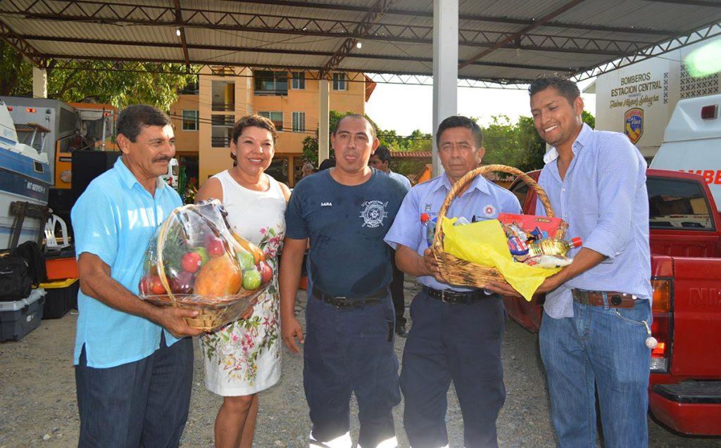 Maricruz Galeana Leyva, reconoce trabajo de bomberos en su día
