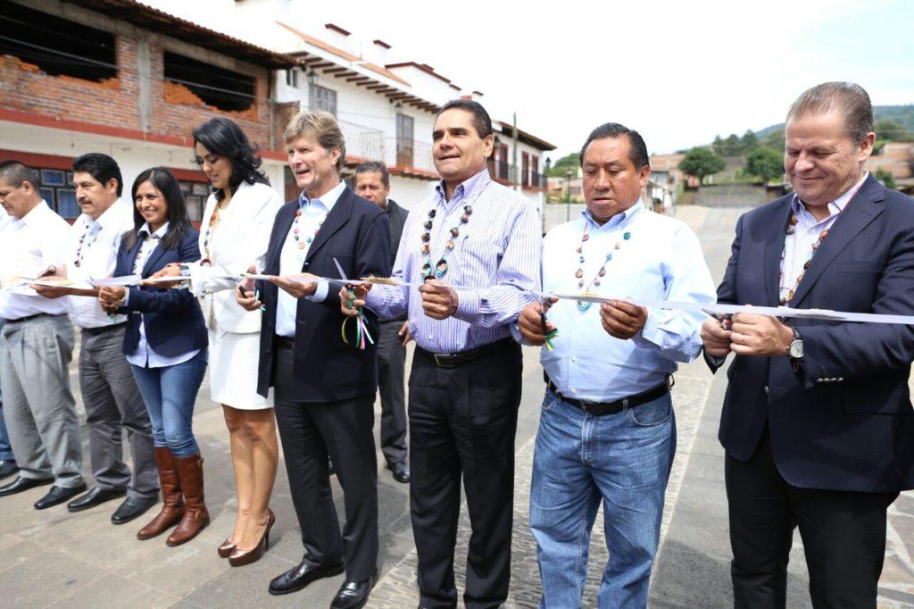 Inaugura Gobernador Silvano Aureoles Calzada Las Yácatas en Tzintzuntzan