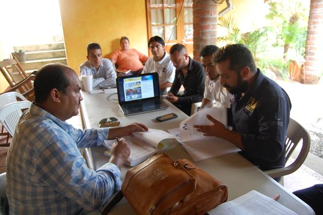 Moderniza el sistema de internet el presidente Arturo Gómez en Petatlán.