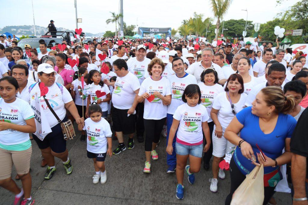 Encabeza Mercedes Calvo, caminata para conmemorar el día mundial del corazón