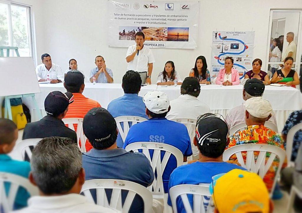 Alcalde GGB entregó apoyos económicos de Propesca a 144 buzos