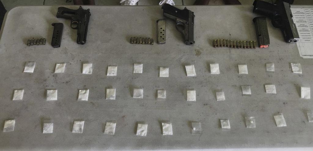 Asegura policía estatal acreditable en Acapulco a cinco probables responsables de delitos contra la salud y portación de arma de fuego