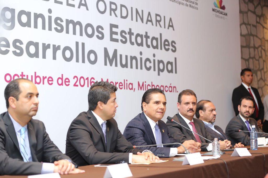 Pugna Silvano Aureoles por el fortalecimiento institucional de los municipios