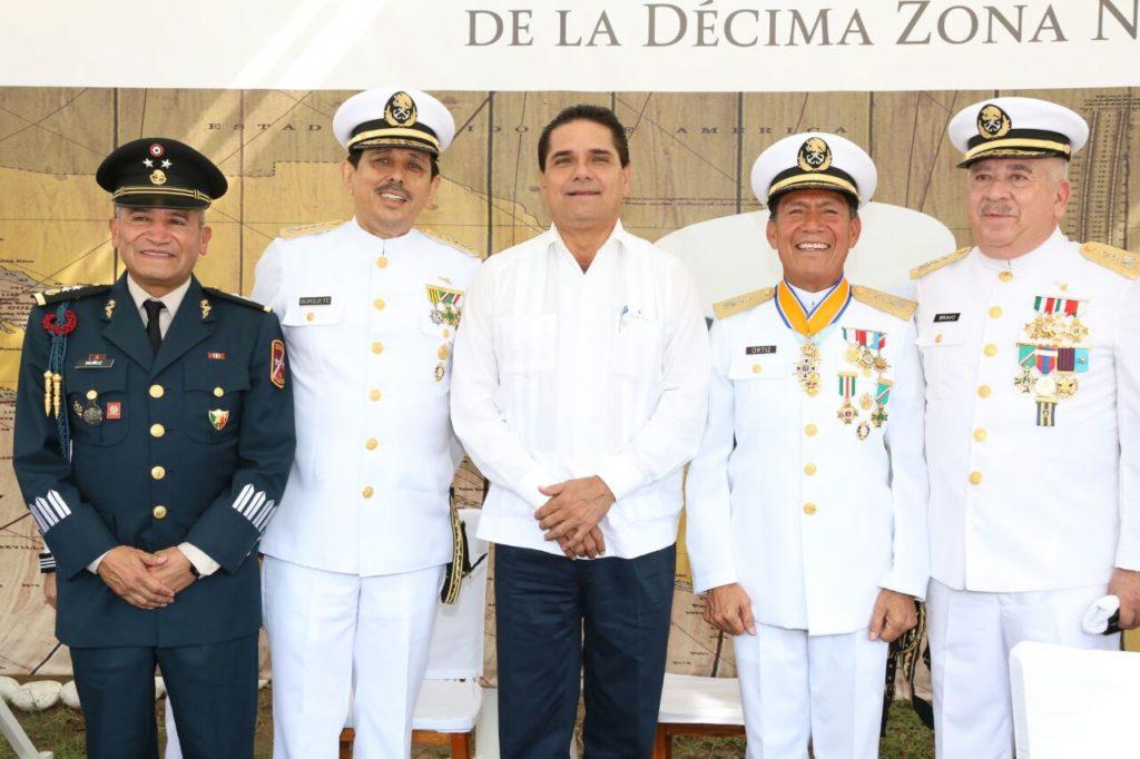 Asiste Gobernador a entrega recepción de Mando de Armas en la 10 Zona Naval