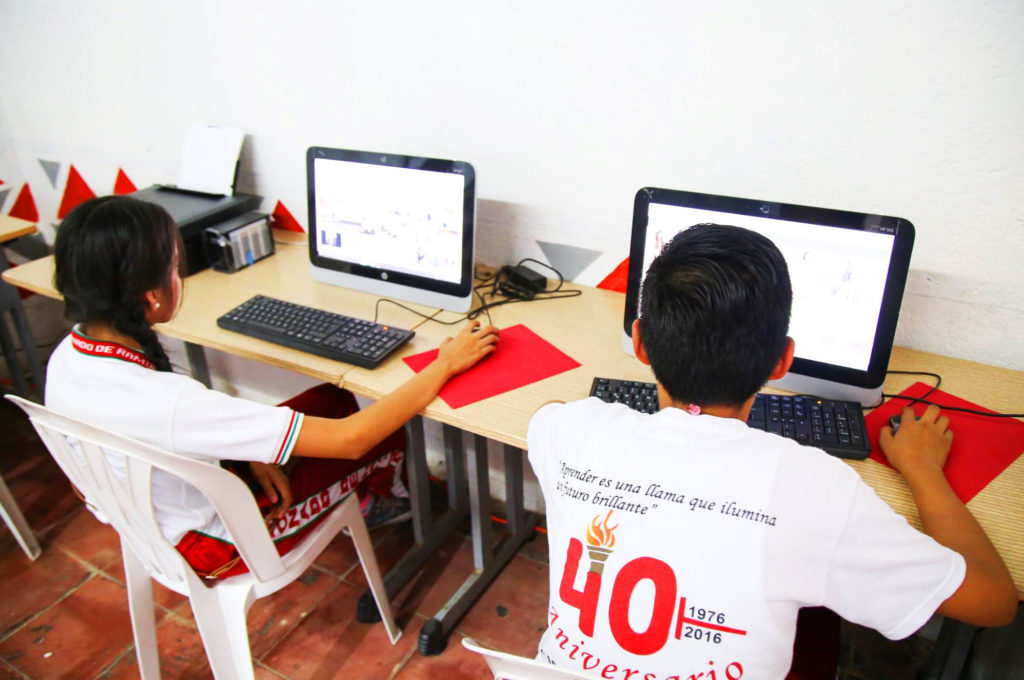 Gobierno municipal impulsa cursos de Computación e Inglés para jóvenes
