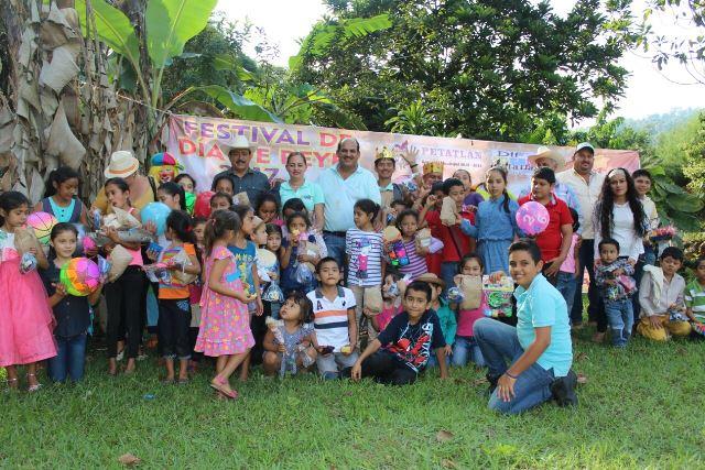Visita Arturo Gómez Pérez las comunidades serranas del Mameyal, las mesas y corrales de la sierra alta de Petatlán.