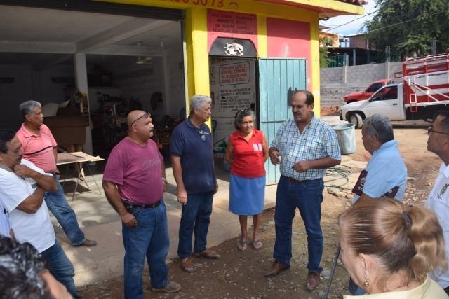 Inicia el gobierno de Arturo Gómez en Petatlán su primera obra de drenaje.