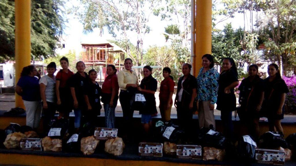 Sigue el apoyo al sector educativo por parte del DIF municipal de La Unión.