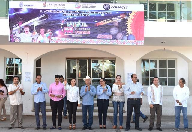 """Un gran éxito la caravana de la ciencia en Petatlán"""""""