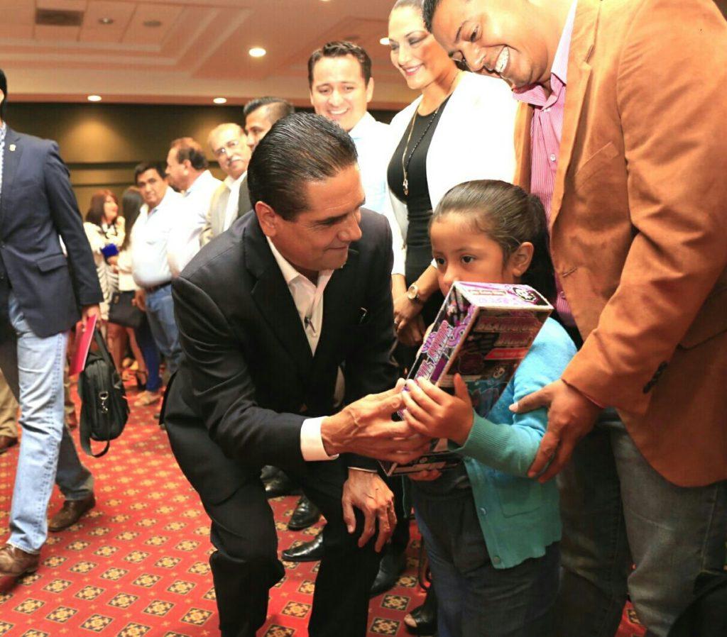 Soy un aliado del desarrollo integral de las niñas y los niños: Silvano Aureoles