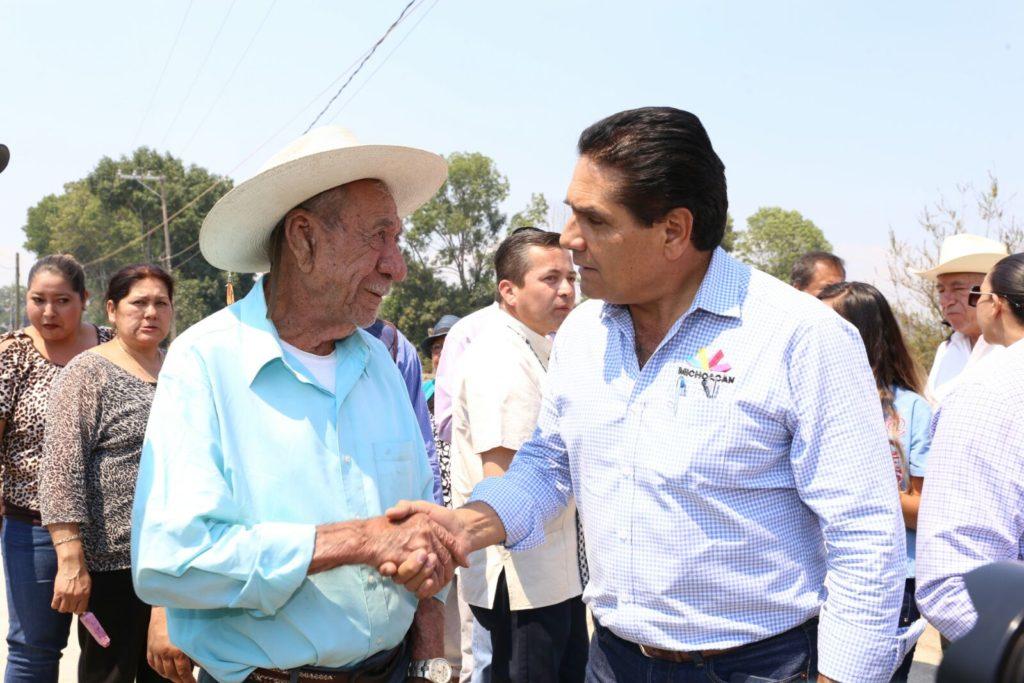 Mantiene Gobernador cercanía con la población para atender sus demandas
