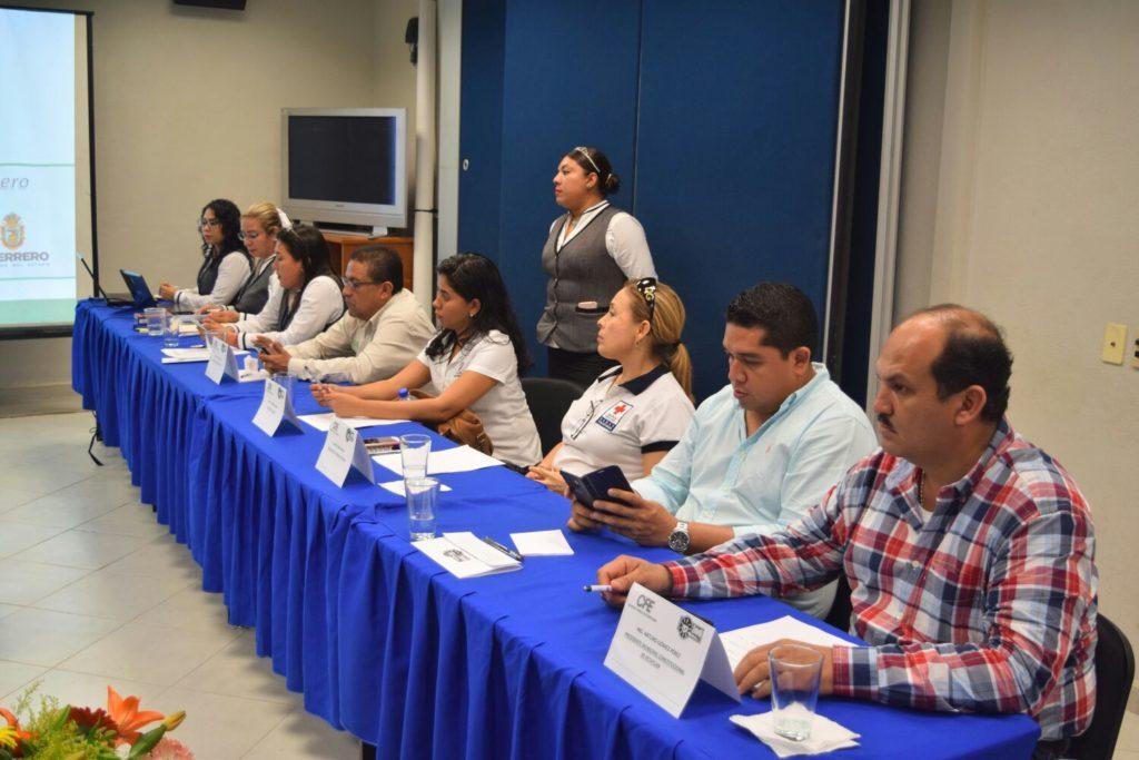 Acude el presidente municipal Arturo Gómez al informe del superintendente de CFE zona Zihuatanejo.