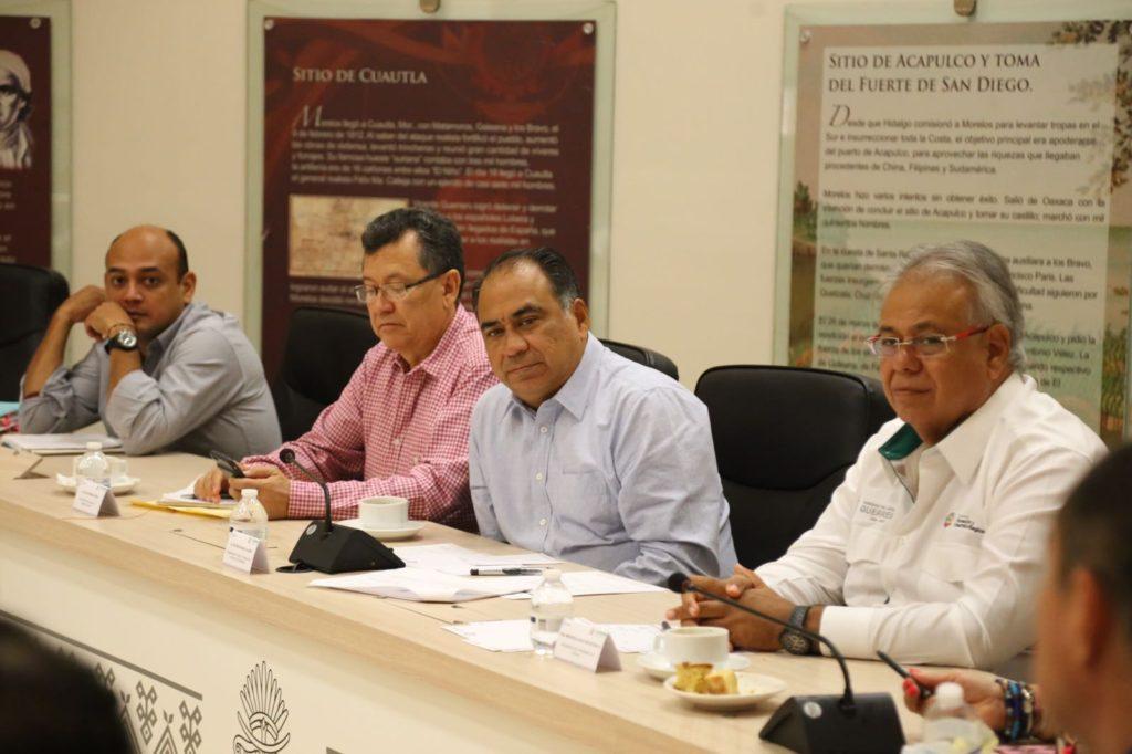 El gobernador Héctor Astudillo Flores presidió en casa Guerrero una reunión de trabajo con integrantes de su gabinete