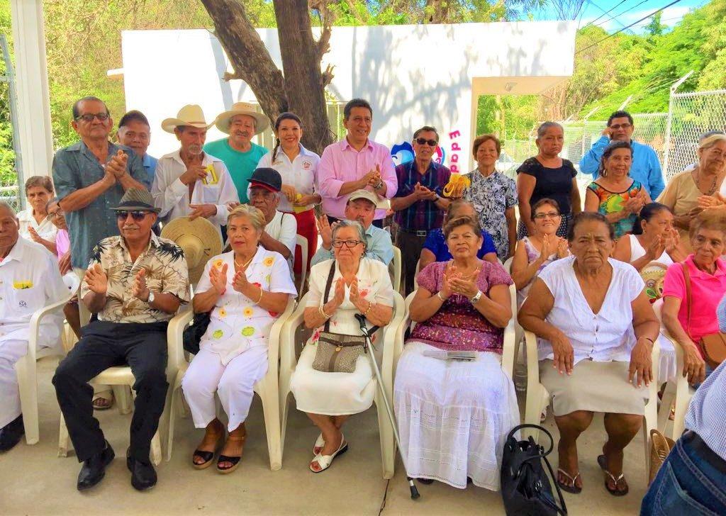Alcalde Gustavo García Bello pone en marcha operatividad de CDC de la Tercera Edad en Agua de Correa