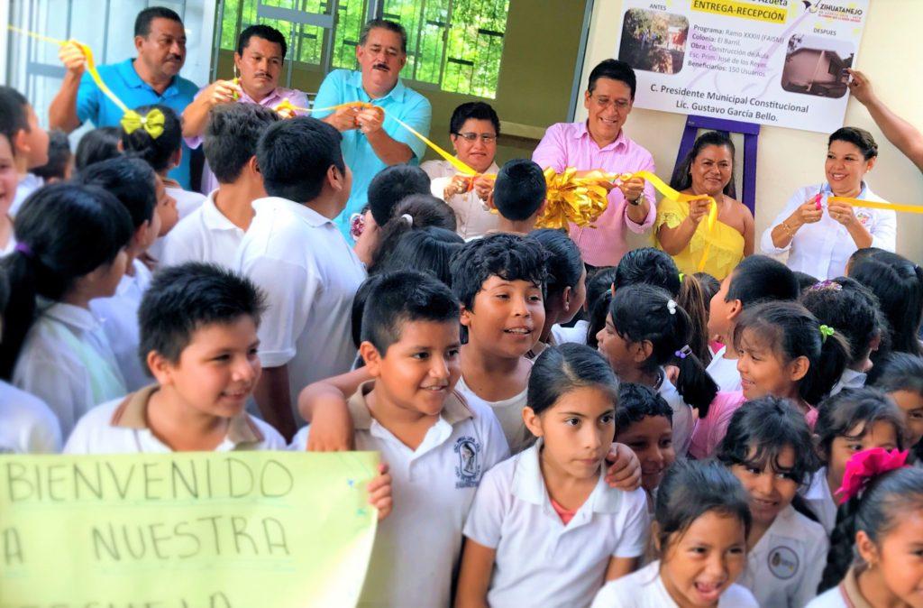 Alcalde Gustavo García Bello ratifica compromiso con el sector educativo al inaugurar un aula en primaria de El Barril