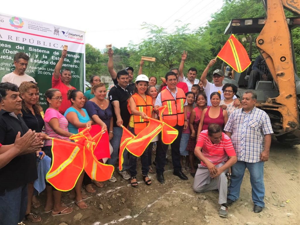 Colonos de La Estrella celebran inicio de obras de agua potable y drenaje por parte de alcalde Gustavo García Bello