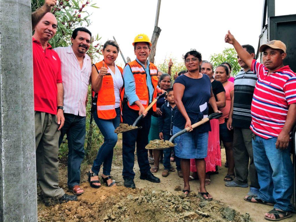 Alcalde Gustavo García Bello entrega y arranca otras dos obras de electrificación en San José Ixtapa