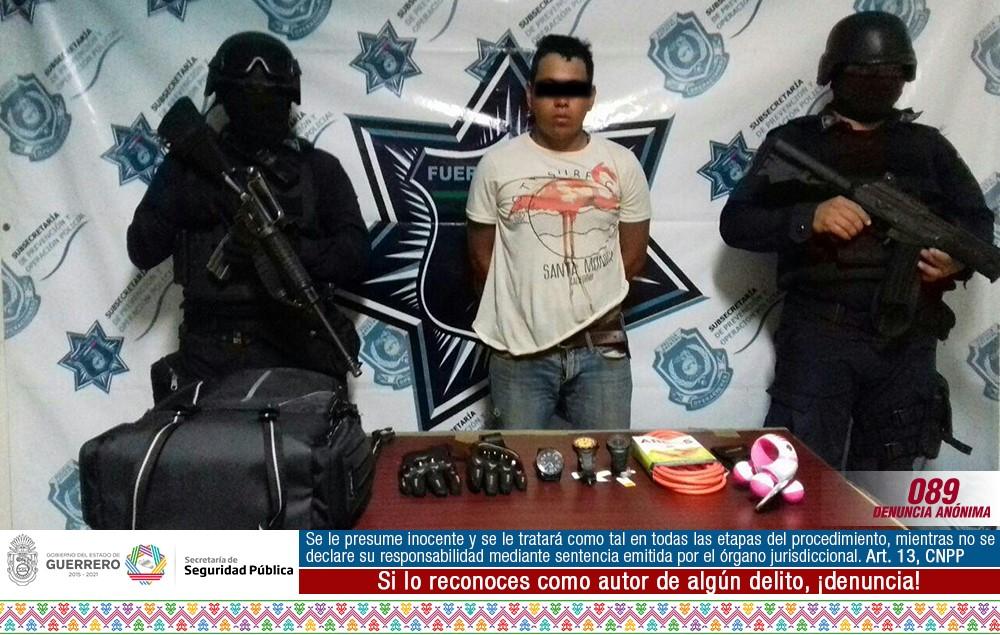 POLICÍA ESTATAL Y MUNICIPAL ASEGURAN EN ZIHUATANEJO A UNA PERSONA POR ROBO A COOPEL