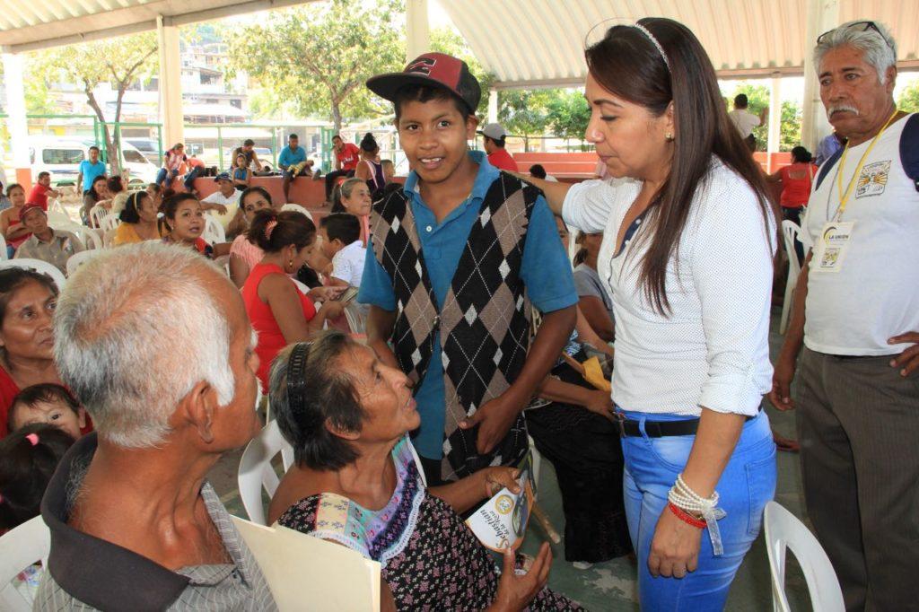 maricarmen cabrera se reune con habitantes de cinco comunidades de petatlan