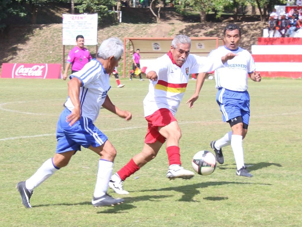La selección de Zihuatanejo que representa a Guerrero en el nacional de 60 años pierde uno y gana otro en la primera fase