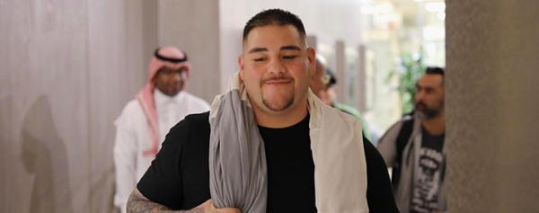 Andy Ruiz ya está en Arabia para enfrentar a Joshua