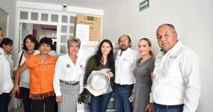 MUJERES RECIBEN CONSTANCIAS AL PARTICIPAR EN EL TALLER DE ELABORACIÓN DE ALIMENTOS Y REPOSTERÍA