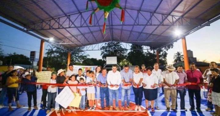 Presidente Jorge Sánchez Allec entrega cancha deportiva rehabilitada en El Zarco