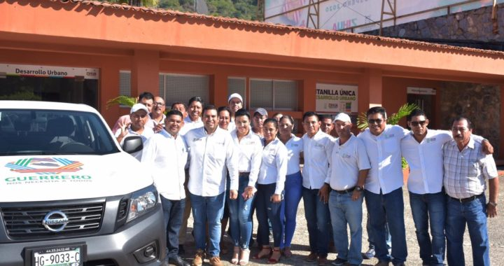 Presidente Jorge Sánchez Allec fortalece parque vehicular municipal con 9 unidades