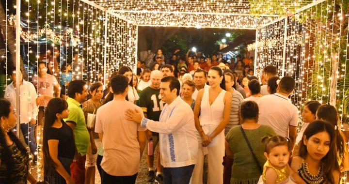 Zihuatanejo se ilumina para recibir la navidad y el año nuevo