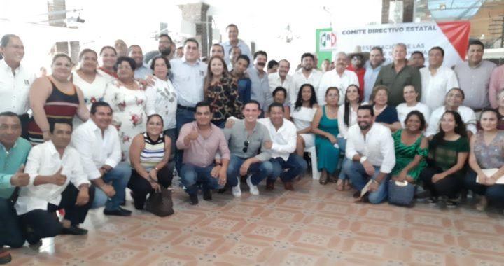 Se reúne la cúpula del PRI en Tecpan para analizar estrategias políticas