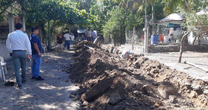 Tras 25 años CAPAZ lleva agua potable a través de la red a colonia La Quebradora en El Coacoyul.