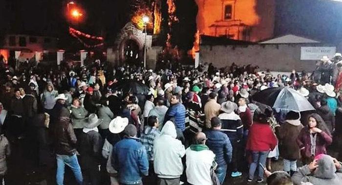 Nahuatzen tras conflicto entre consejos indígenas y alcaldesa; pobladores… en medio