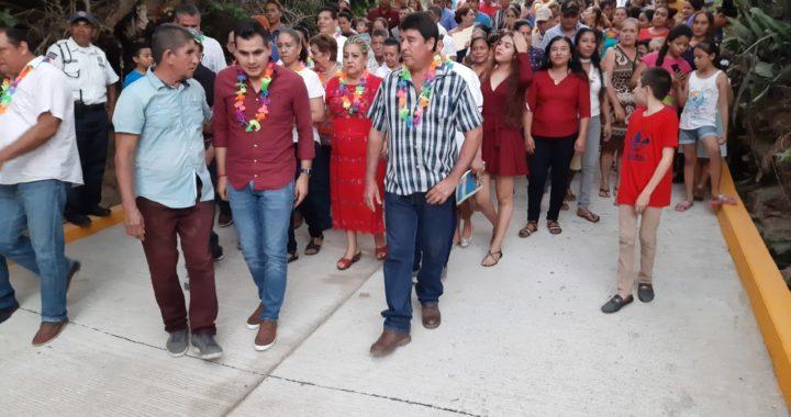 Entrega Yasir primera etapa de calle pavimentada en Santa María