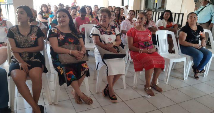 Celebran autoridades municipales el Día de la Mujer Mexicana