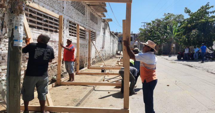 Comienzan labores para reubicar a comerciantes del mercado de Tecpan por obra de construcción