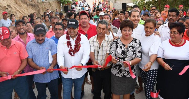 Presidente Jorge Sánchez Allec cumple compromiso de pavimentar calle en la CTM