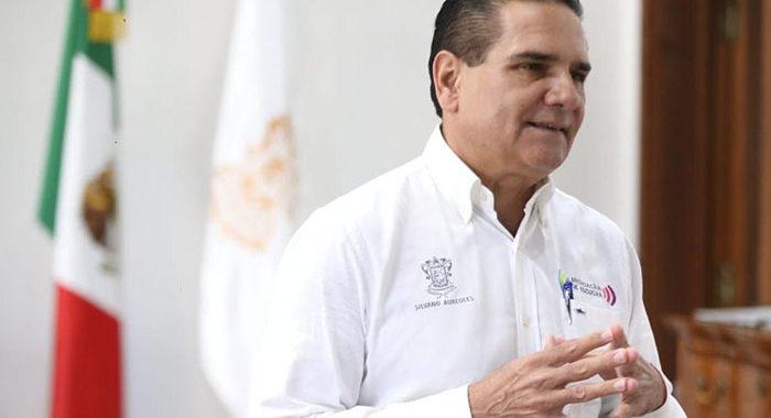 """Aureoles pide a Zoé Robledo y López-Gatell no mentir; en sede del IMSS en Morelia """"no hay ni sillas"""", señala"""