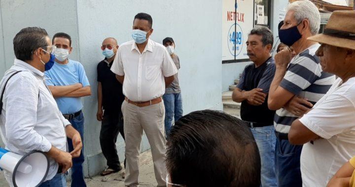 Piden ayuda comerciantes de Tecpan a Paco Solís; quieren ser incluidos en censo federal
