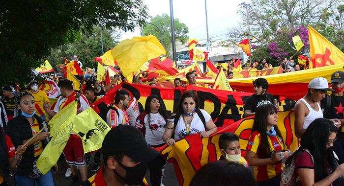 Aficionados de Monarcas se concentran en la manifestación rojiamarilla más numerosa hasta ahora