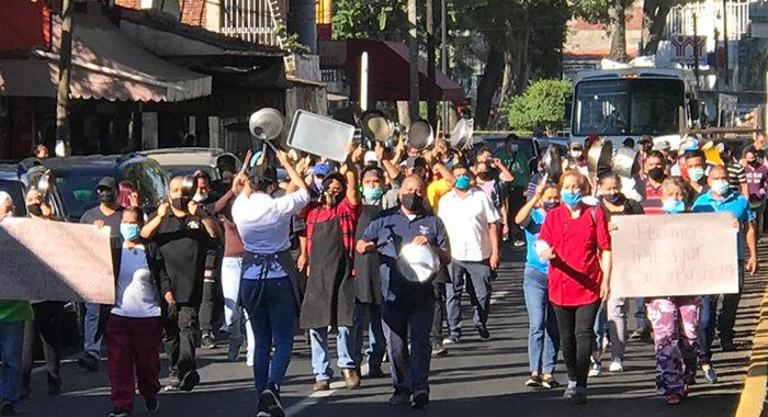 A cacerolazos, comerciantes protestan en Uruapan contra medidas por COVID-19