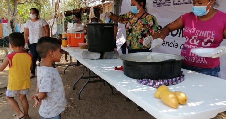 Ante falta de apoyo del ayuntamiento de Coyuca de Benítez, pobladores reciben apoyos alimenticios de diputado Osiel Pacheco