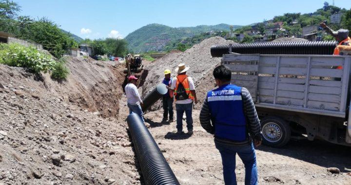 CONSTRUYE GOBIERNO DEL ESTADO 8 KILÓMETROS DE COLECTORES Y DRENAJE SANITARIO EN TLAPA