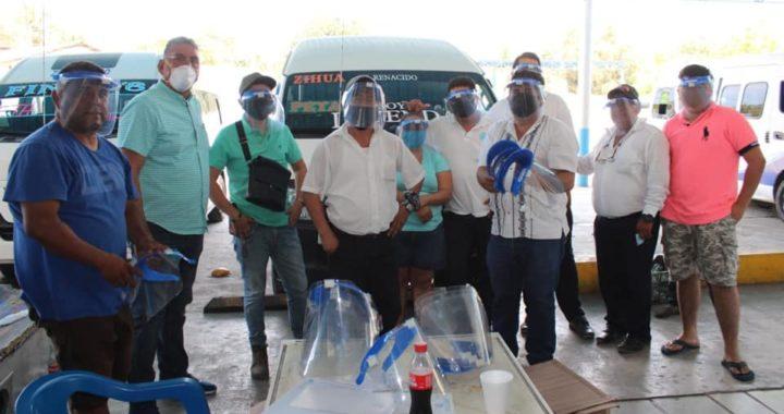 GRUPO BIMBO EN COORDINACIÓN CON EL ESTADO Y EL MUNICIPIO ENTREGAN EQUIPO DE PROTECCIÓN A TRANSPORTISTAS DE PETATLÁN.