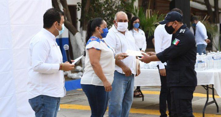 Entrega Jorge Sánchez equipamiento a elementos de Seguridad Pública