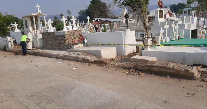 Acordonan panteones en el municipio de Tecpan para evitar presencia de personas