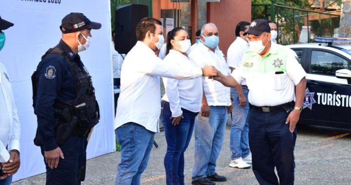 Presidente Jorge Sánchez entrega patrullas a Seguridad Pública
