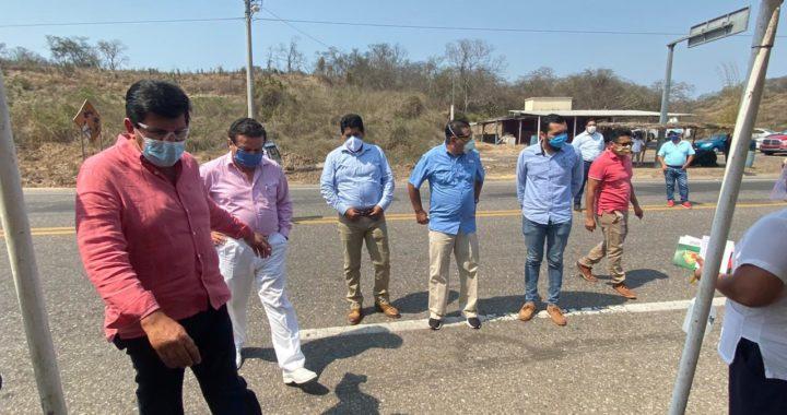 Alcalde Crescencio Reyes y jefe de oficina del gobernador Alejandro Bravo, evalúan acciones para prevenir propagación de Covid-19 en La Unión